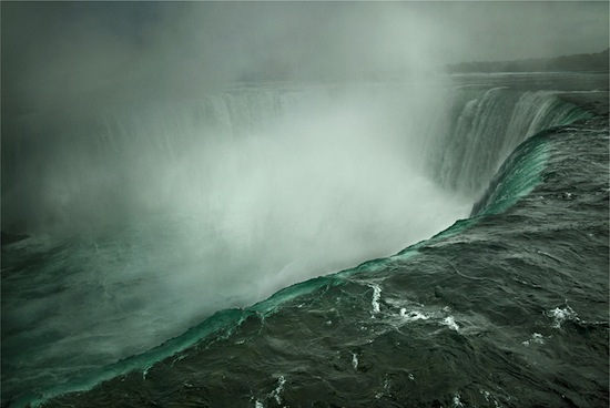 Niagara Falls, Ontario, Canada, 2009, 2012. Digital ink jet print on Epson Hot Press Bright paper, 1/3 43.2 x 55.9 cm. Collection of the Art Gallery of Nova Scotia, Gift of the Al and Faye Mintz Family NTL2012.162.950. Copyright © Annie Leibovitz.