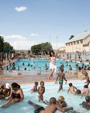 Jodi Bieber, Orlando West Swimming Pool, Orlando West, Soweto, 2009. © Goodman Gallery Johannesburg.