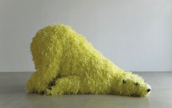 Paola Pivi, Have you seen me before?, 2008. Polyuretheane foam, feathers, plastic, wood, steel, 108 x 200 x 100 cm. Courtesy Collezione Sandretto Re Rebaudengo.