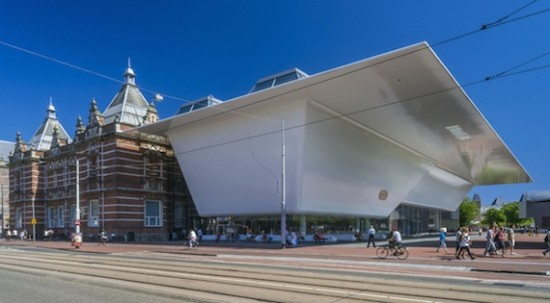 tedelijk Museum Amsterdam view of the original building (A.W. Weissman, 1895) and new wing designed by Benthem Crouwel Architects, 2012. Photo: John Lewis Marshall.