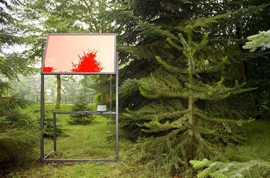 Céline Condorelli, Additionals (Structure for Public Speaking), 2012. Production still. Mild steel, perspex, mirror film.