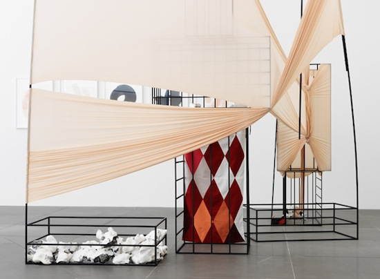 Claire Barclay, Unbound, 2013. Mixed media installation, ca. 400 x 275 x 360 cm. Courtesy of the artist and Stephen Friedman Gallery, London. Photo: Neues Museum (Annette Kradisch).