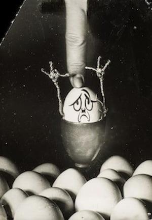 Kati Horna in collaboration with Wolfgang Burger, Serie Hitlerei, 1937. Gelatin silver print, 16.8 x 12 cm. Archivo Privado de Fotografía y Gráfica Kati y José Horna
