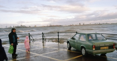 Tom Wood, Mersey Family Vauxhall, 2002. Courtesy of the artist.
