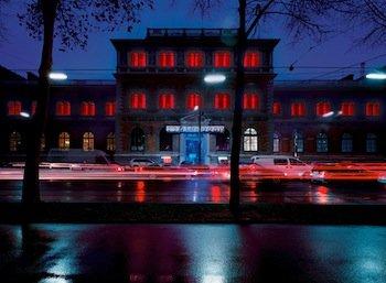 James Turrell, MAKlite, 2004. Permanent lighting installation at the MAK façade. Photo: © Margherita Spiluttini/MAK.