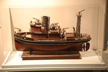 Model tug Torrent
