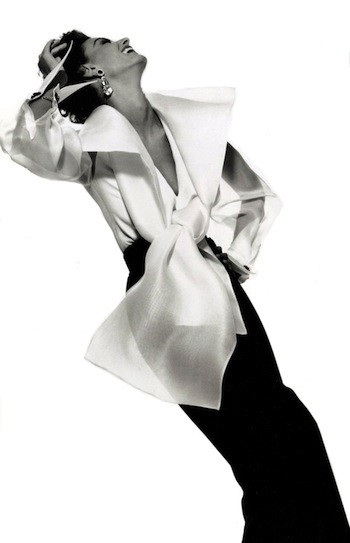 Photograph by Gian Paolo Barbieri for Gianfranco Ferré advertisement, Fall/Winter 1991. Model: Aly Dunne.    © GIANPAOLOBARBIERI